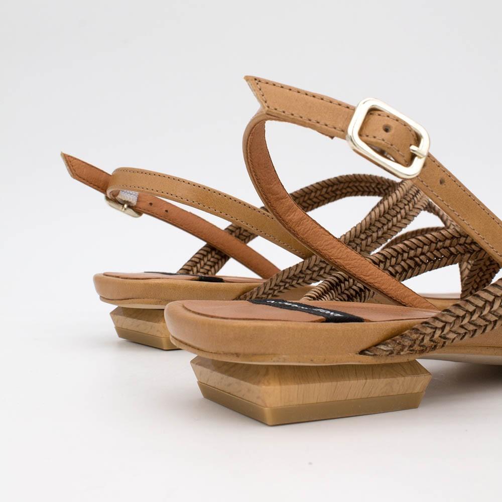 marrón cuerdo piel MAURI - Sandalia de cuerdas trenzadas tacón bajo. zapatos mujer primavera verano 2020 ss20 Angel Alarcón