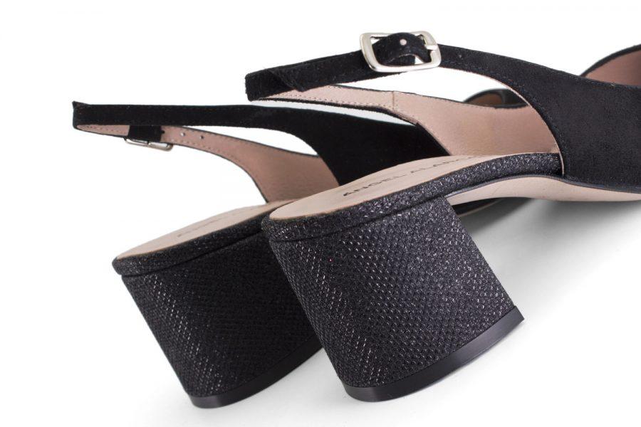 Zapatos comodos con tacón medio