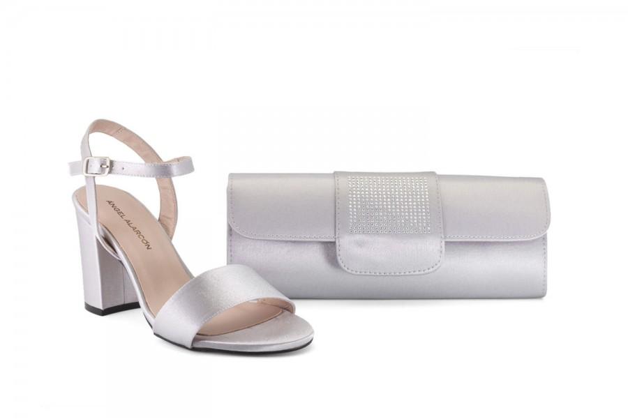 zapatos cómodos con bolso a juego de la marca Ángel Alarcón