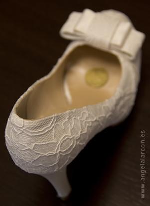Zapato de novia con una moneda