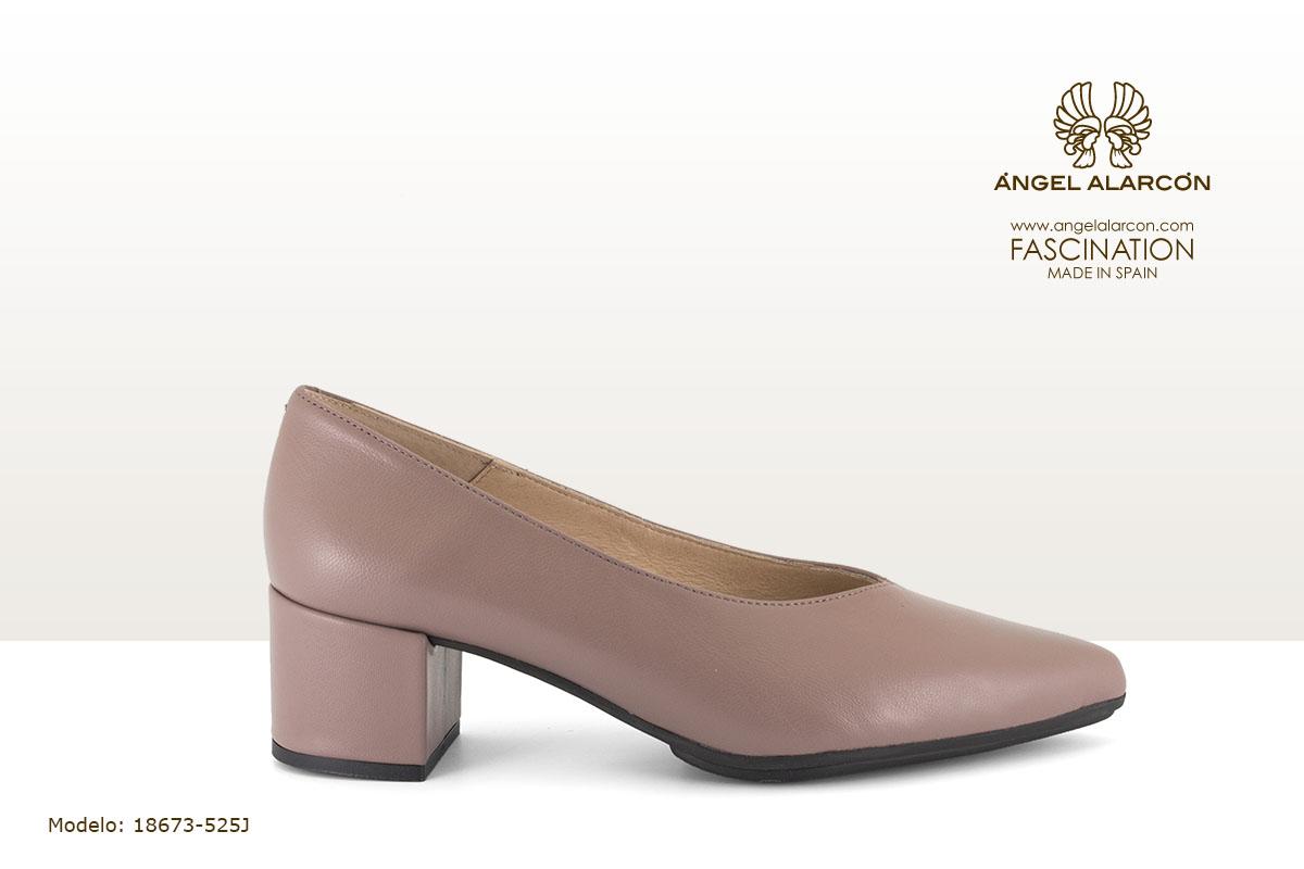 18673-525J zapatos invierno 2019 2018 winter autumn shoes Angel Alarcon - salon cerrado tacon bajo y ancho nude rosa