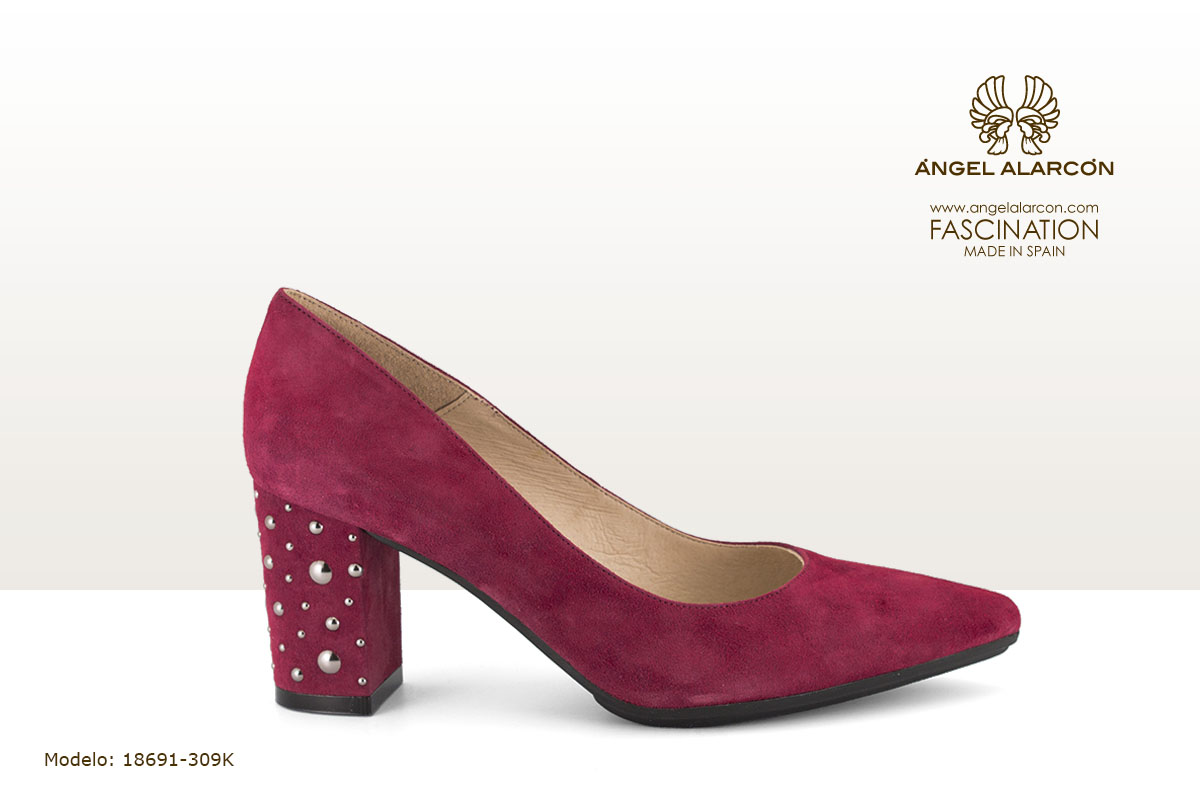 18691-309K zapatos invierno 2019 winter autumn shoes Angel Alarcon - salon de tacon ancho con suela de goma y tachas color rojo