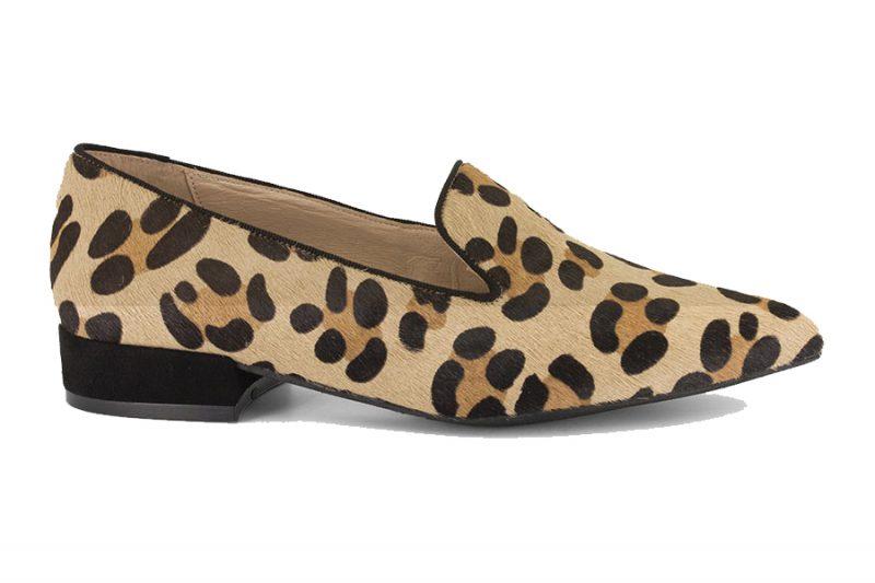 zapatos cómodos planos de vestir o de fiesta. Mocasin de animal print guepardo.