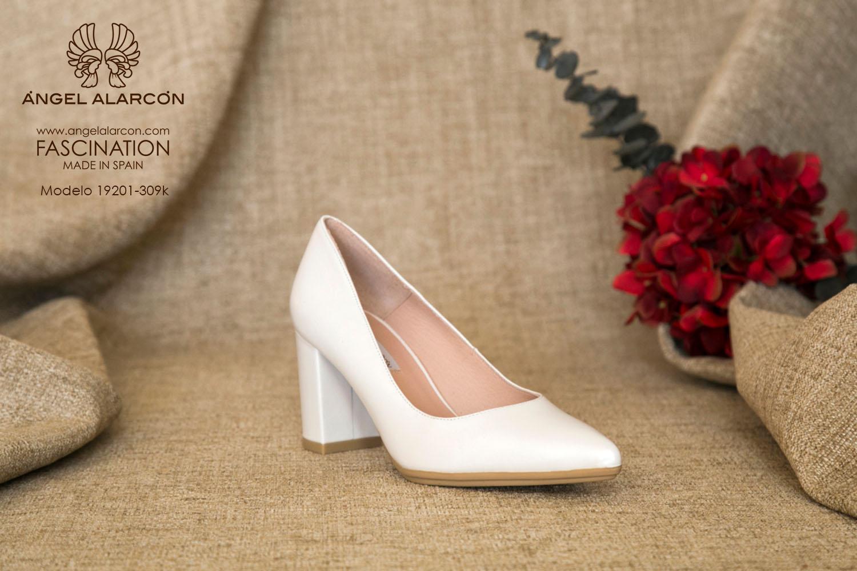 zapatos de novia 2019 de la marca Angel Alarcon 19201-309K NACAR Zapato de novia cómodo con tacón ancho y punta fina