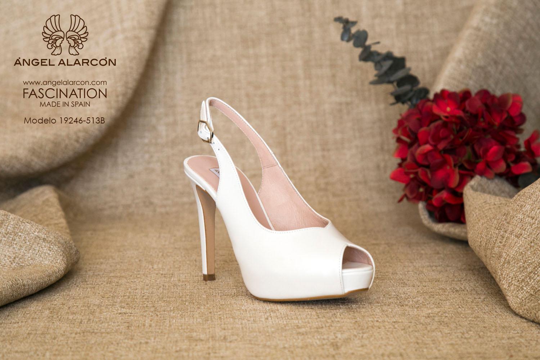 zapatos de novia 2019 de la marca Angel Alarcon 19246-513B de piel, con tacón alto y plataforma delantera, peep toe y de talón abierto.