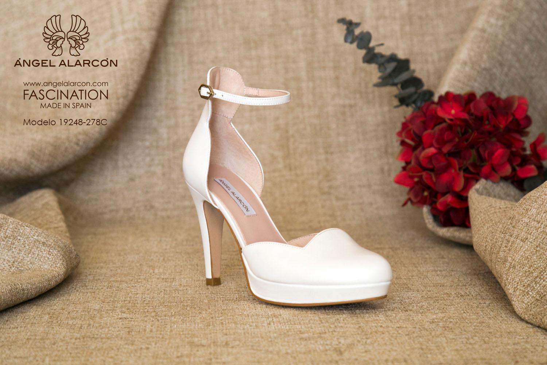 zapatos de novia 2019 de la marca Angel Alarcon 19248-278C de piel. D'orsay de punta cerrada redonda con tacón alto y plataforma.