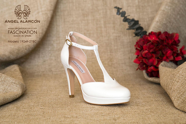 zapatos de novia 2019 de la marca Angel Alarcon 19249-278C zapato t-strap, d'orsay, con punta redonda y cerrada y talón cubierto.
