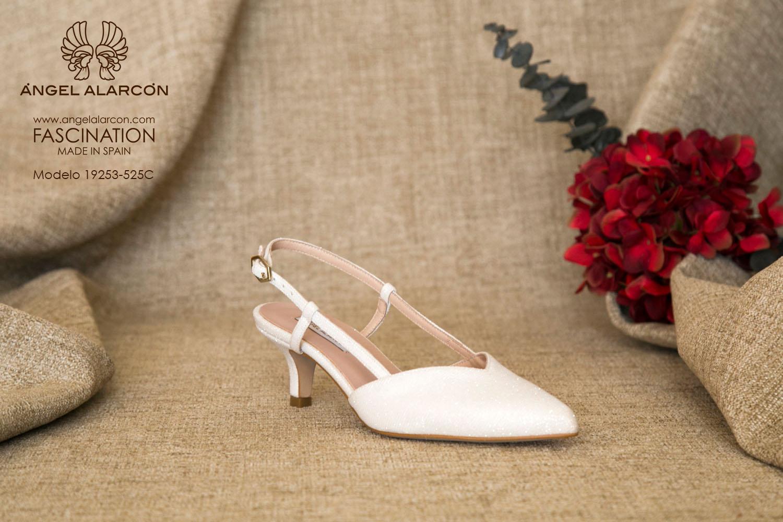zapatos de novia 2019 de la marca Angel Alarcon 19253-525C raso brilli brilli zapato de novia bajito de tipo kitten heel con tacón chupete.