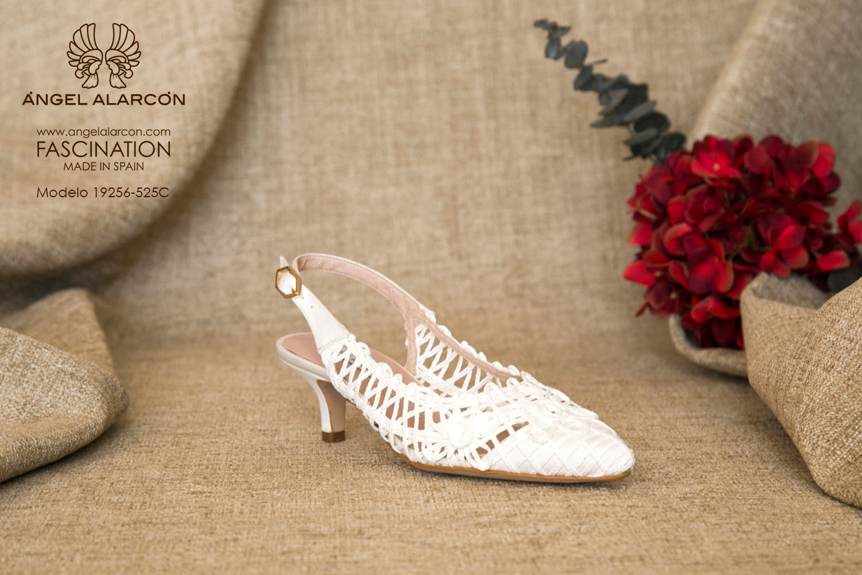 zapatos de novia 2019 de la marca Angel Alarcon 19256-525C CORDELA. Sandalia de novia bajita de tacón bajo o kitten heel.