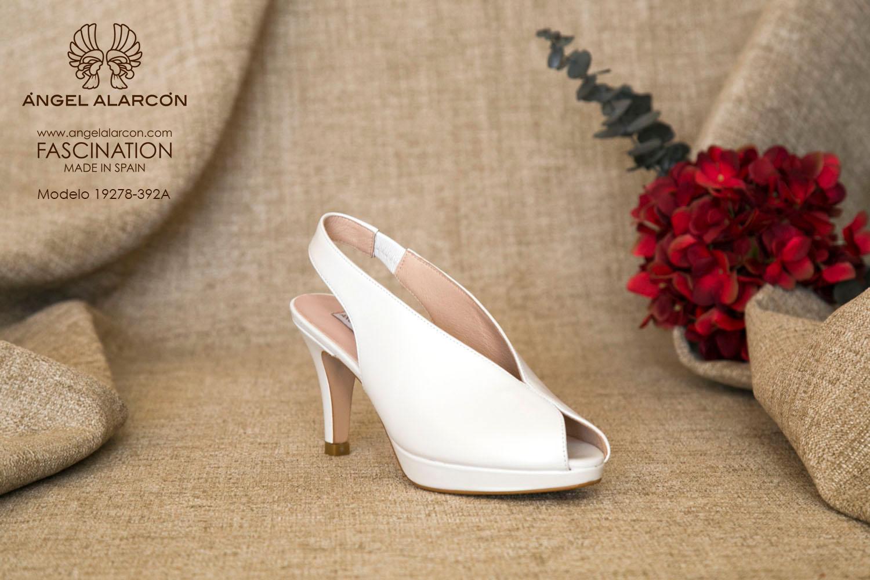zapatos de novia 2019 de la marca Angel Alarcon 19278-392A de piel. Tacón medio alto con plataforma delantera. Zapatos de novia cómodos.