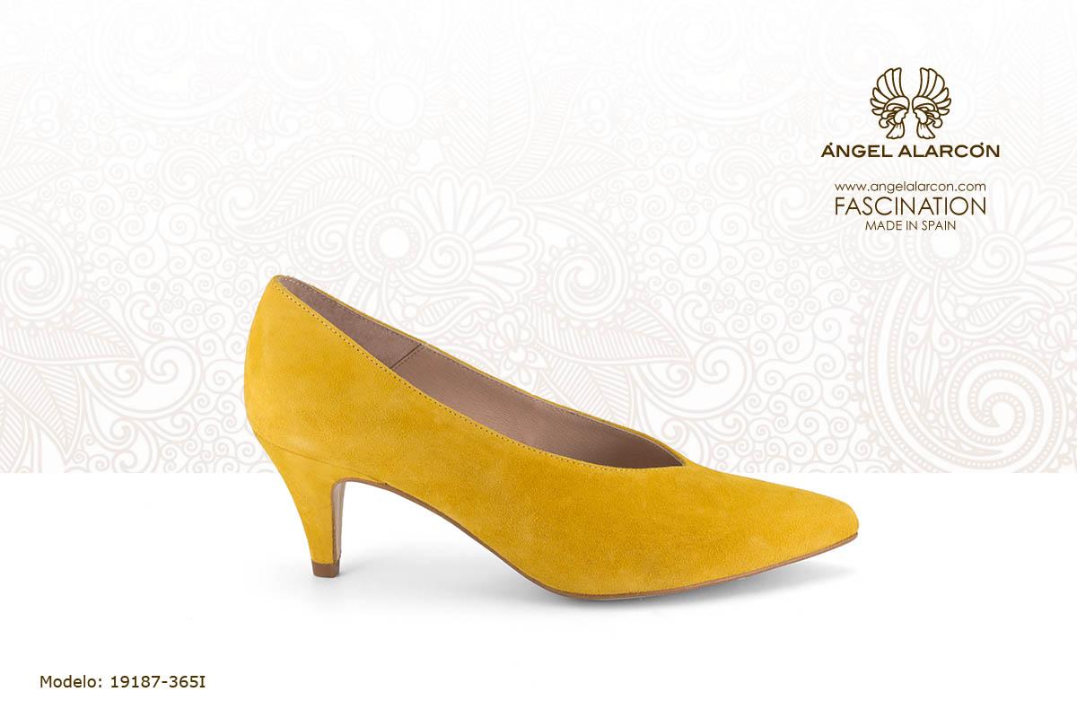 tacon medio bajo 10 salon de tacon bajo amarillo mostaza - zapatos de vestir y fiesta de la marca Angel Alarcon - calzado de mujer - coleccion primavera verano 2019 - 19187-365I