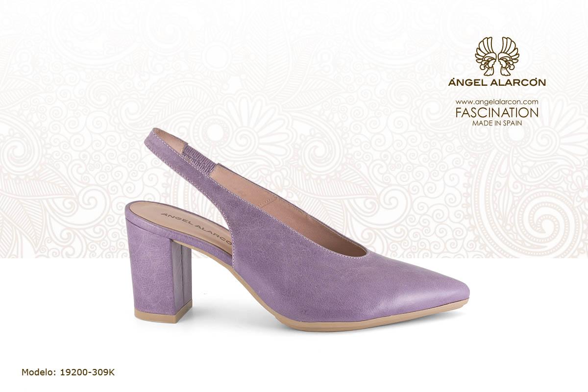 12 slingback de tacon ancho con suela de goma violeta - zapatos de vestir y fiesta de la marca Angel Alarcon - calzado de mujer - coleccion primavera verano 2019 - 19200-309K