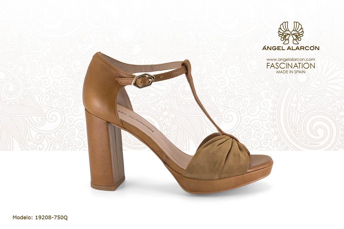 16 sandalia de tacon alto y ancho con plataforma camel - zapatos de vestir y fiesta de la marca Angel Alarcon - calzado de mujer - coleccion primavera verano 2019 - 19208-750Q