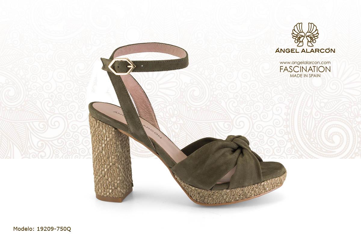 17 sandalia de tacon ancho y plataforma verde - zapatos de vestir y fiesta de la marca Angel Alarcon - calzado de mujer - coleccion primavera verano 2019 - 19209-750Q