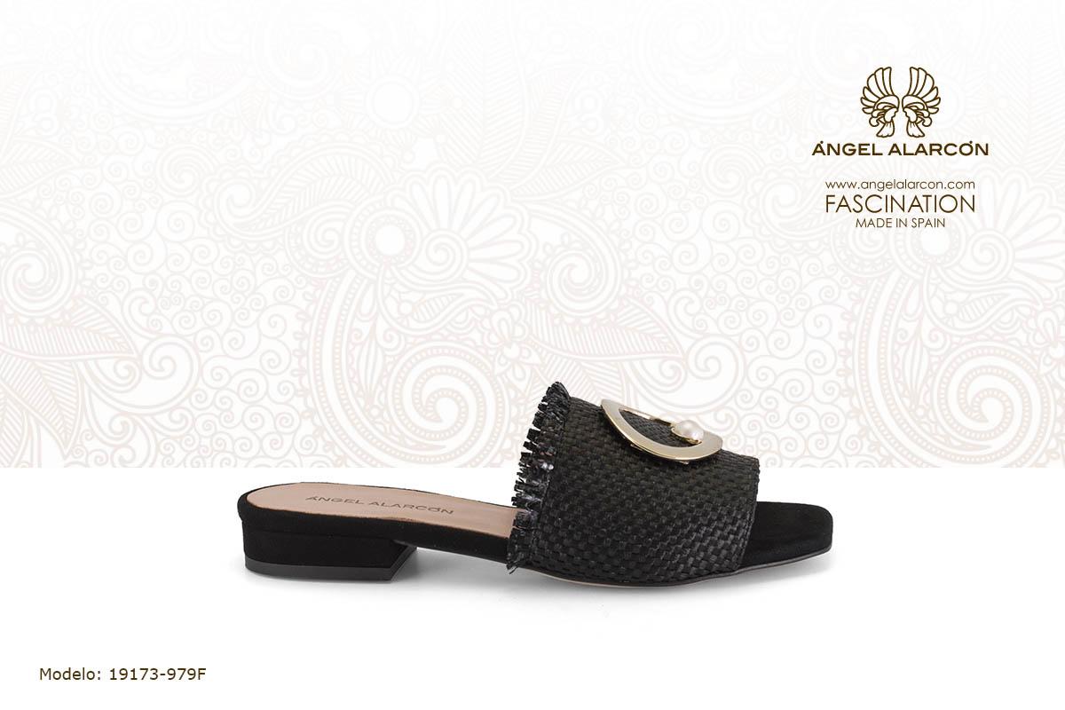 2 mules andalia plana negra - zapatos de vestir y fiesta de la marca Angel Alarcon - calzado de mujer - coleccion primavera verano 2019 - 19173-979F