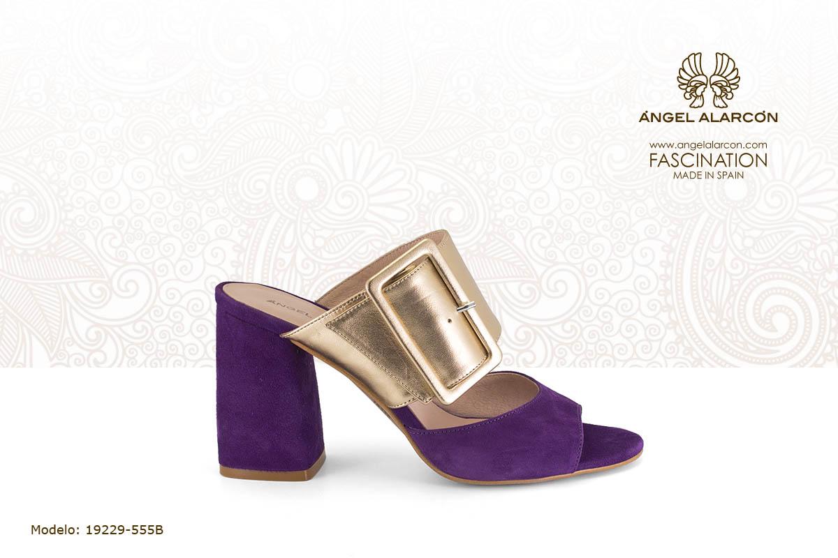 21 Zueco con tacón alto y ancho morado y dorado - zapatos de vestir y fiesta de la marca Angel Alarcon - calzado de mujer - coleccion primavera verano 2019 - 19229-555B