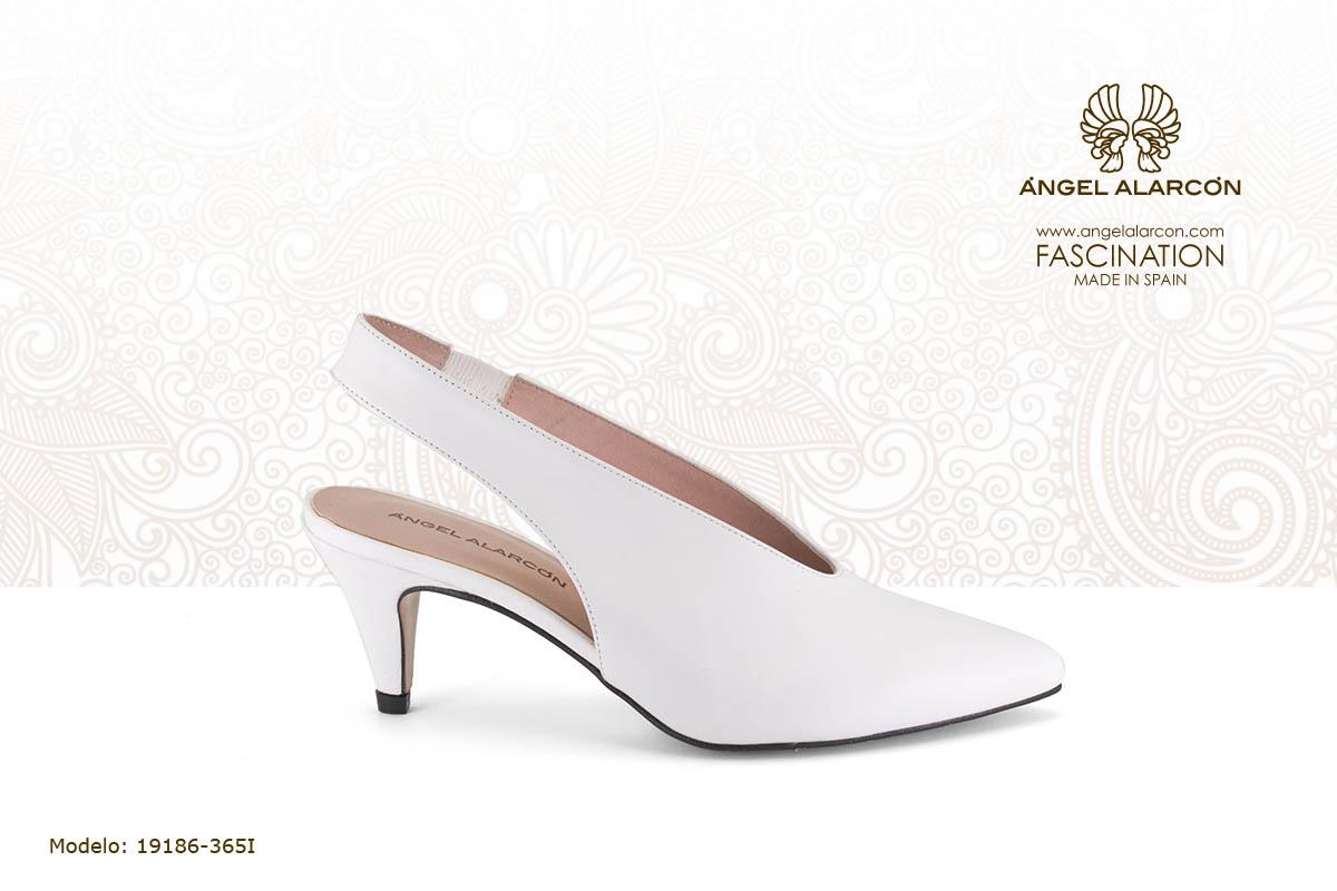 9 zapato con tacón bajo slingback blanco - zapatos de vestir y fiesta de la marca Angel Alarcon - calzado de mujer - coleccion primavera verano 2019 - 19186-365I